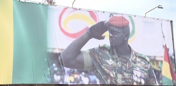 """[Vidéo] Coup d'État en Guinée : """"Doumbouya a libéré le pays"""""""