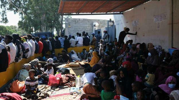Libye: plusieurs centaines de migrants campent toujours devant le HCR à Tripoli